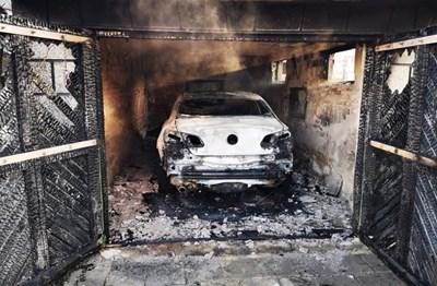 Изгорялата кола на Христо Гешов Снимки: Републиканци за България