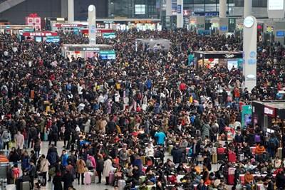 Властите очакват общо 2,98 милиарда пътувания с автомобили, влакове и самолети през 40-те дни около празника. Снимка РОЙТЕРС