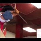 Хора падат от покриви и тавани