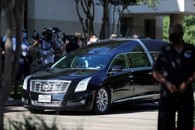 Ковчегът с тялото на Джордж Флойд пристигна за поклонение в Хюстън СНИМКИ: РОЙТЕРС