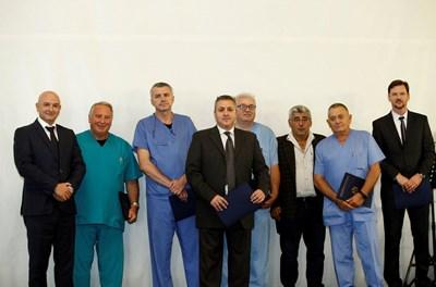 """Наградените лекари от катедра """"Ортопедия, травматология и реконструктивна хирургия"""" СНИМКА: Йордан Симeонов"""
