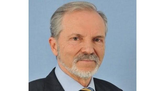Катастрофите на депутатите. Шеф на парламента смаза москвич, шофьорът почина