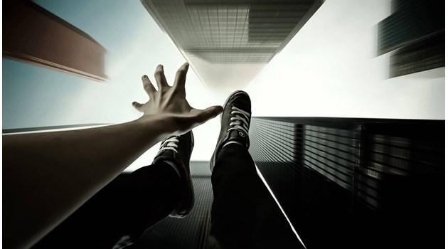 Жив след скок от 14-ия етаж! Травматологите: Бяхме го отписали, нямаше здраво място