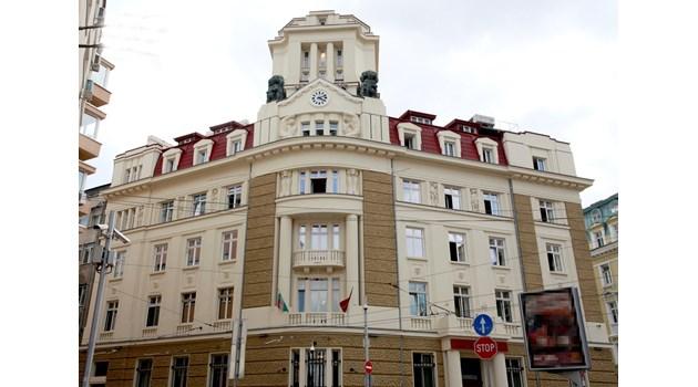 Квестори на КТБ на съд заради влог на Иван Костов, двете му дъщери и още 6-има (Обзор)