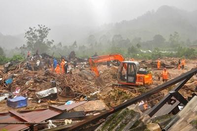 Броят на загиналите при самолетната катастрофа в Индия достигна 20 души СНИМКИ: Ройтерс
