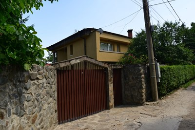 Къщата на родителите на братя Илиеви е била обрана от поне 4-ма души, смятат разследващите.   СНИМКА: ЙОРДАН СИМЕОНОВ