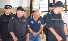 Вижте шофьора на автобуса ковчег Григор Григоров в съда (Снимки)