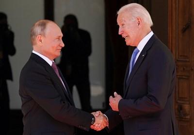 Един от най-запомнящите се кадри от срещата на Владимир Путин с Джо Байдън в Женева миналата сряда беше тяхното ръкостискане.