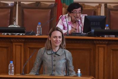 Ива Митева бе избрана с гласовете на ДПС, за да стане отново председател на парламента. СНИМКА: Велислав Николов