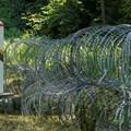 Въпреки телените огради, проблемът с нелегалните имигранти не може да бъде решен.