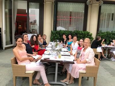 Организатор на бала е основаният през 2015 г. Български дамски бизнес клуб в Австрия.