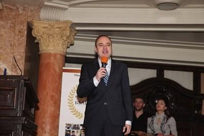 Проф. Анастас Герджиков поздрави отличниците като домакин на церемонията