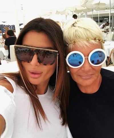 Александра и Маринела Снимка: Инстаграм/ valcheva___ •