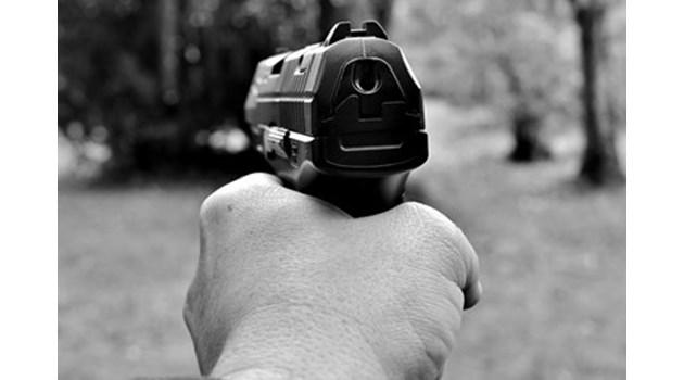 Стрелба по известен психиатър в Бургас, полицията издирва нападателя