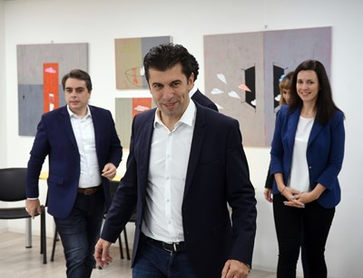 Кирил Петков и Асен Василев ще се явят на изборите с мандата на коалиция от 7-8 партии. СНИМКА: Велислав Николов