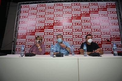 Весела Лечева, Драгомир Стойнев и Калоян Паргов водят заседанието. СНИМКИ: Николай Литов