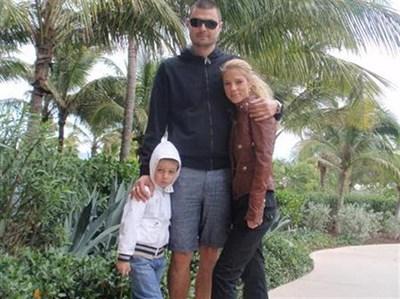 Бареков с Евгения и малкия Николай са се снимали в Маями, където бяха по новогодишните празници. СНИМКА: ЛИЧЕН АРХИВ