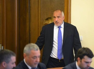 Бойко Борисов влезе на заседанието със закъснение и започна с  изявление,  насочено към вицепремиера, но без да  го спомене  поименно.