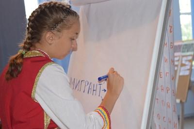 Децата показват знанията си за мигрантите