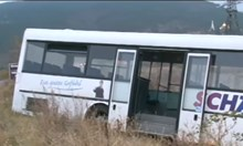 Автобус с пътници катастрофира край Шипка, на шофьора му прилошало