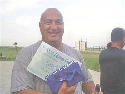 Цветозар Славчев-Църо щастлив харчи парите от откупа на почивка в Бразилия през февруари 2009 г. СНИМКИ: ЛИЧЕН АРХИВ