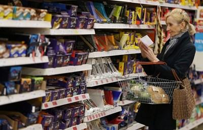 По-предвидливите британци започнаха да трупат стоки от Европа, в случай че споразумението за Брекзит бъде отхвърлено. СНИМКА: РОЙТЕРС