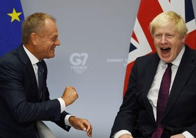 Джонсън и Туск бяха в отлично настроение при двустранната си среща.