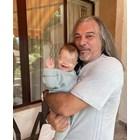 Магърдич Халваджиян най-сетне гушна внучката си