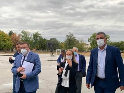 Костадин Ангелов, Дани Каназирева и Димитър Иванов увериха жителите на Труд, че занапред ще дишат чист въздух.