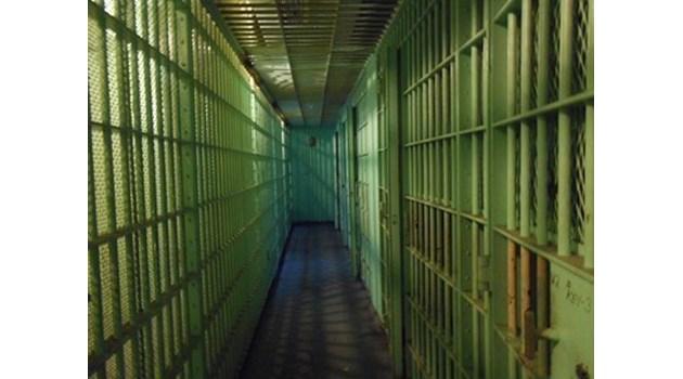 12 години затвор за рецидивист, ограбил с бой дядо в Плевенско