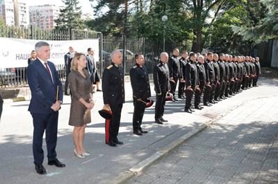 Премиерът Стефан Янев, шефката на НС Ива Митева, началникът на НСО ген. Емил Тонев и други официални лица отбелязаха 142-годишнината на службата в неделя.