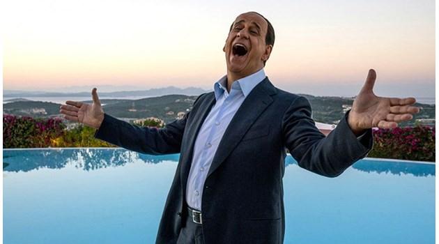 """Сорентино дълбае в страха от старостта на Силвио Берлускони в """"Те"""""""
