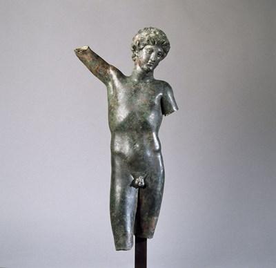 Статуетката на божествения Пан е от колекцията на Лувъра.