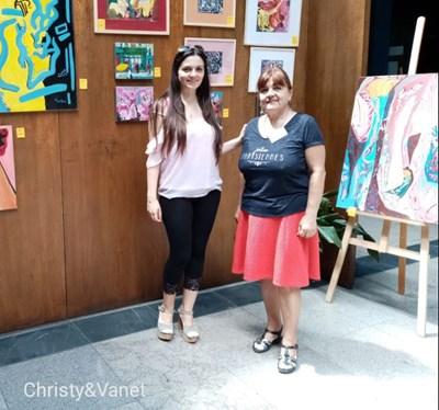 Българо-френските художници Иванка Петрова-Цекова, наречена Ване и Кристин Цекова, наречена Кристи. СНИМКА: Личен архив