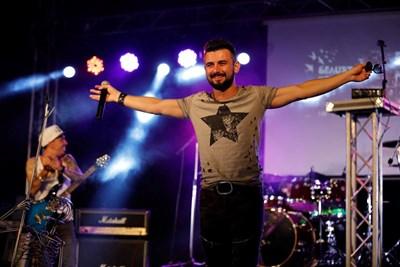 """Славин Славчев пее с Кирил Маричков и Дони във """"Фондацията"""""""
