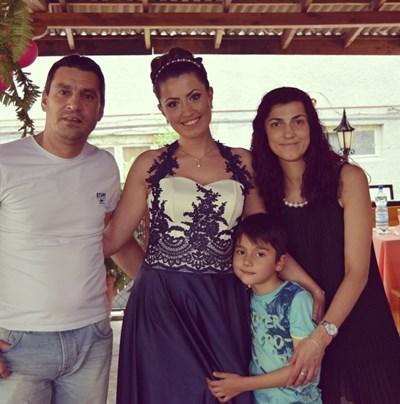 Майор Терзиев и семейството му.