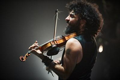 """Летните културни събития продължават до есента - например """"Варнескко лято"""" приключва чак през ноември с концерт на звездния виртуоз Ара Маликян и неговата """"История на една цигулка""""."""