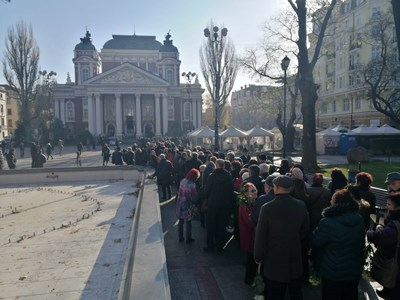 "Снимки: Владимир Стоянов, Юлиан Савчев, ""България днес"""