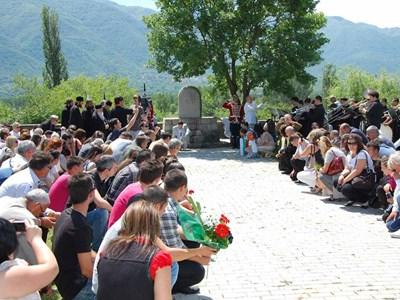 Българи и македонци отдадоха почит на загиналите воини. СНИМКА: Даринка Илиева