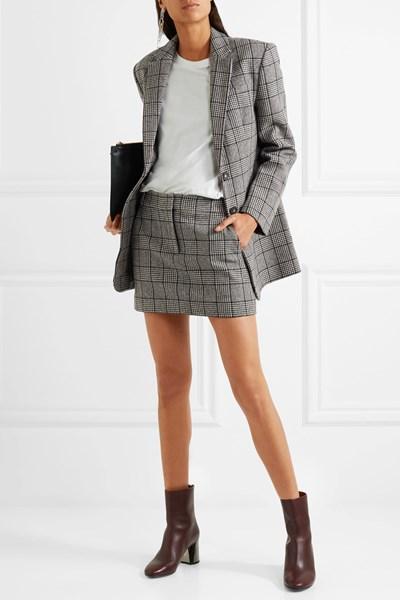 Минижупите замениха полите до коляното. Носят се в комбинация със сако с мъжка кройка. СНИМКИ: ПИКСАБЕЙ