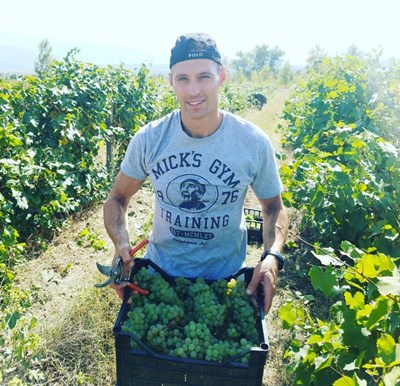 Във фермата си Кристиан Василев отглежда 5 дка грозде. СНИМКА: Личен архив