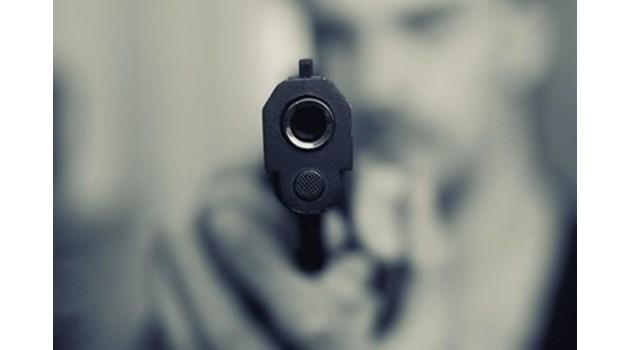 Банда тийнейджъри вилнее в Бургас, напада баща и син с пистолет
