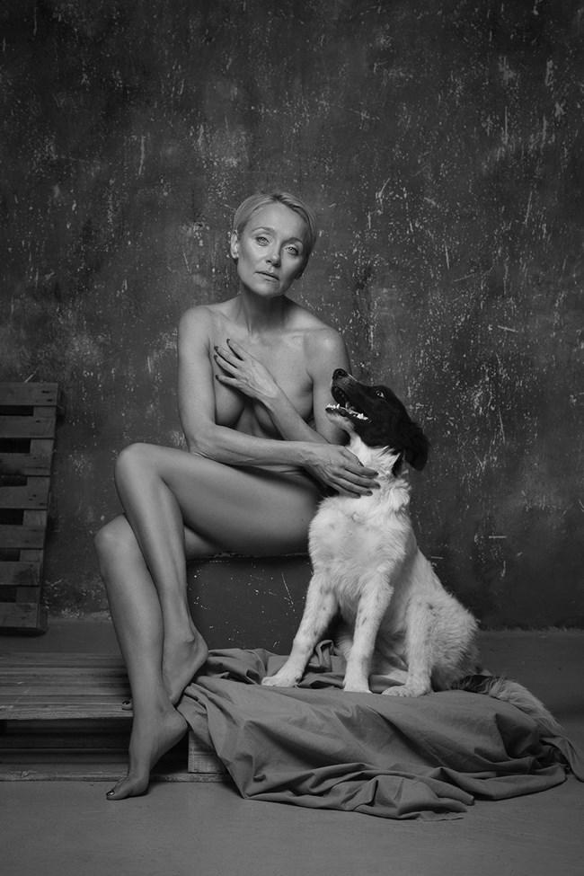 Койна Русева се снима с кучето Амига