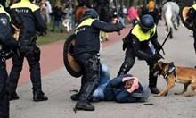Хиляди хора бяха брутално пребити от полицията в Хага, защото не искат повече да бъдат манипулирани