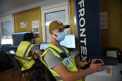 Служители на европейската гранична агенция ФРОНТЕКС. СНИМКА: СНИМКА: РОЙТЕРС