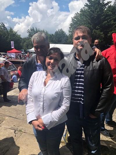 Корнелия Нинова със своя съпруг и сина си на Бузлуджа. СНИМКА: Авторката СНИМКА: 24 часа