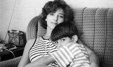 Катето Евро вижда баща си за последно на 5 г., защото Албания затваря границите и го кара да се ожени за друга, докато майка й е с нея и брат й на море в България