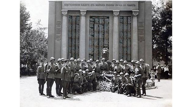 Картечар от Желязната дивизия загива, повалил 300 руснаци - историята на Първи и Шести пехотен полк