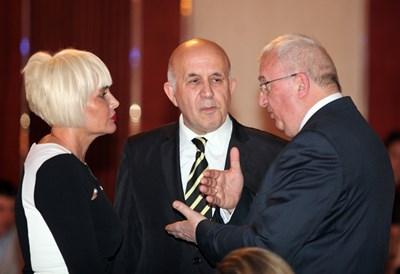 Домакинята  и един от инициаторите за националната среща на туристическата общност Маринела Арабаджиева получи поздравления от Стоян Денчев и от колегите си хотелиери.