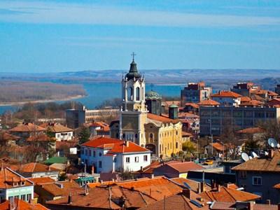 Свищов не е на главен път, но всеки, който го е посетил, не съжалява.